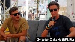 "Emile Hirsch (lijevo) i David Gordon Green tokom programa ""Kafa sa..."""