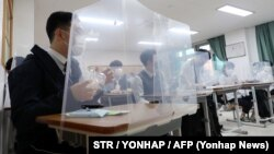 تصویری که یونهاپ خبرگزاری دولتی کره جنوبی از ساعتهای اولیه بازگشایی مدارس منتشر کرده است