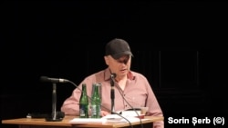 Cătălin Dorian Florescu citind din romanele sale la Festivalul Lecturilor de autor de la Brno.