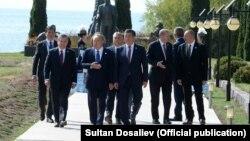 Лидеры стран ССТГ на саммите в Чолпон-Ате.