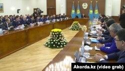 Президент Казахстана Нурсултан Назарбаев на расширенном заседании правительства. Астана, 30 января 2019 года.