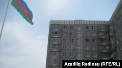 Dövlət Bayrağı Meydanı yaxınlığındakı bina