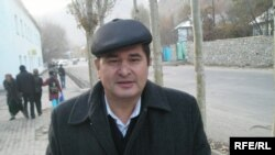 Rahmatullo Zoirov, the leader of the opposition Social Democratic Party of Tajikistan, is unable to make a living in his homeland, just like many other rank-and-file party members. (file photo)