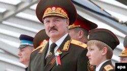 Александр Лукашенко кенже уулу Николай менен Москвада, 9-май, 2015-жыл