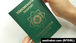 Биометрический паспорт гражданина Туркменистана (иллюстративное фото)