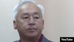 Председатель Союза журналистов Казахстана Сейтказы Матаев перед оглашением ему приговора в суде в Астане. 3 октября 2016 года.