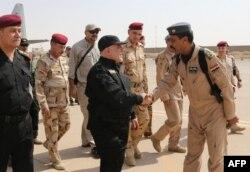 Среди иракских военных и чиновников усатых полно, а вот бородатых найти трудно. Беспокоятся, чтобы их не спутали с ИГИЛовцами
