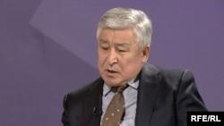 Кандидат в депутаты от партии «Ар-Намыс» Кубатбек Байболов.