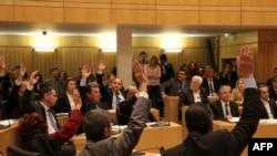 Кипр парламенти талаштуу мыйзамга добуш берүү учурунда. 19-март, 2013-жыл.