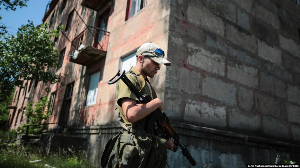 Если развести войска в Золотом, линия обороны пройдет по центру города – Ильченко