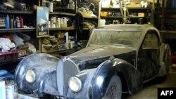 Автомобильная классика по-прежнему в цене (на снимке - раритетный Bugatti)