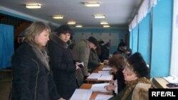 Украинада 37 миллион сайловчи рўйхатга олинган.