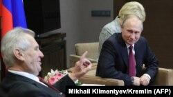 Президент Чехии Милош Земан (слева) на встрече с президентом России Владимиром Путиным. Сочи, 21 ноября 2017 года.
