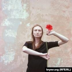 Фотопроект Василия Мельниченко «Герберы» на тему гендерного неравенства