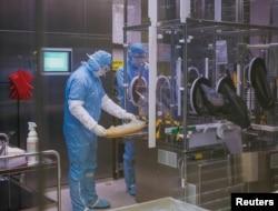 Разработка вакцины против SARS-CoV-2, фото биотехнологической компании IDT Biologika в Дессау-Росслау, Германия, 28 июля 2020 года