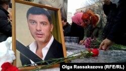Борис Немцовты еске алуға келгендер. Хабаровск, 1 наурыз 2015 жыл.