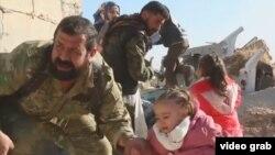 Алеппоны тастап қашып бара жатқан тұрғындар. Сирия, 27 қараша 2016 жыл.