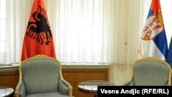 Zastava Albanije i Srbije