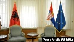 Zastave Albanije, Srbije i EU, ilustrativna fotografija