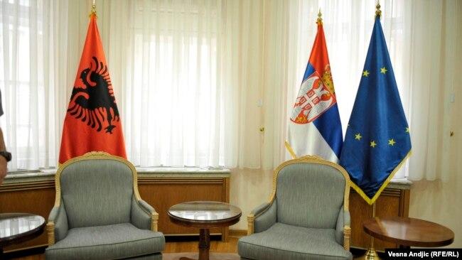 Istinska komunikacija i saradnja između Srba i Albanaca svedena je tek na oaze, tačnije napore entuzijasta