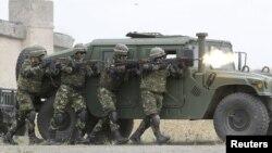 Militari români la un exercițiu NATO