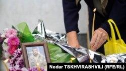 Генпрокуратура Грузии сегодня вновь стала объектом критики. Родственники и односельчане умершего 24 марта жителя Телети Шалвы Татухашвили выразили недоверие следствию.