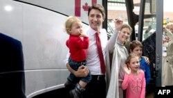 Կանադա - Լիբերալ կուսակցության առաջնորդ Ջասթին Թրյուդոն կնոջ և երեխաների հետ՝ ընտրություններում քվեարկելուց հետո, Մոնրեալ, 19-ը հոկտեմբերի, 2015թ․