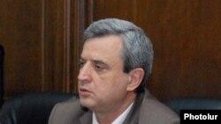 Armenia -- MPs Gagik Minasian (c) and Artsvik Minasian (r) at a press conference in National Assembly, 20 July, 2011
