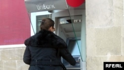 Bankomatlardan saxta kartlarla pul çıxaran qrup haqda cinayət işi qaldırılıb