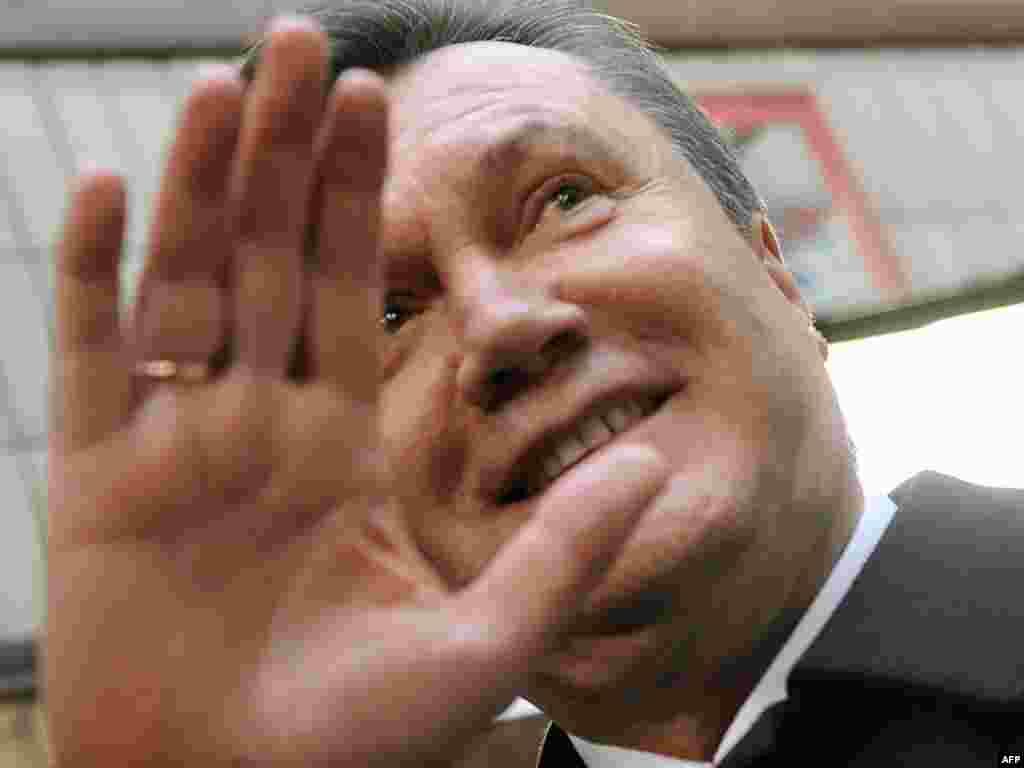 Віктор Янукович на виборчій дільниці в Києві
