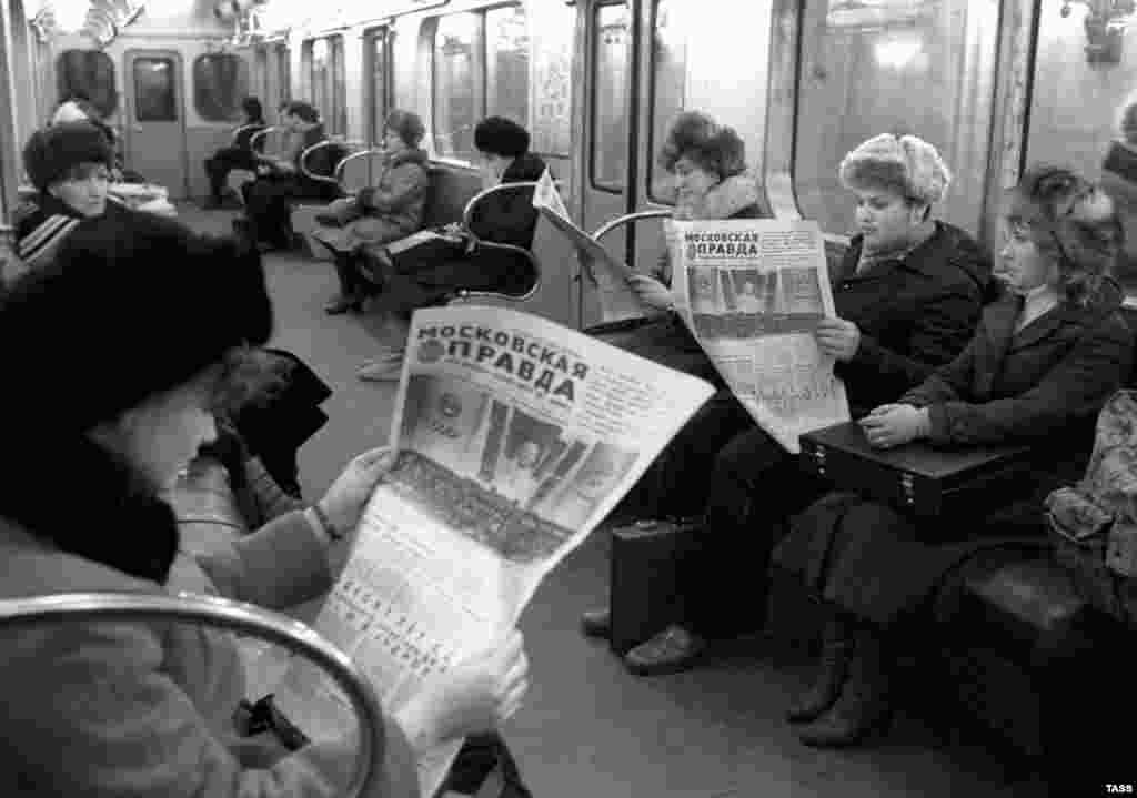 Passengers read newspapers in the Moscow Metro in 1982.