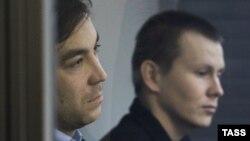 Військові ГРУ Росії Євген Єрофеєв (ліворуч) та Олександр Александров під час засідання суду у Києві. Травень 2015 року