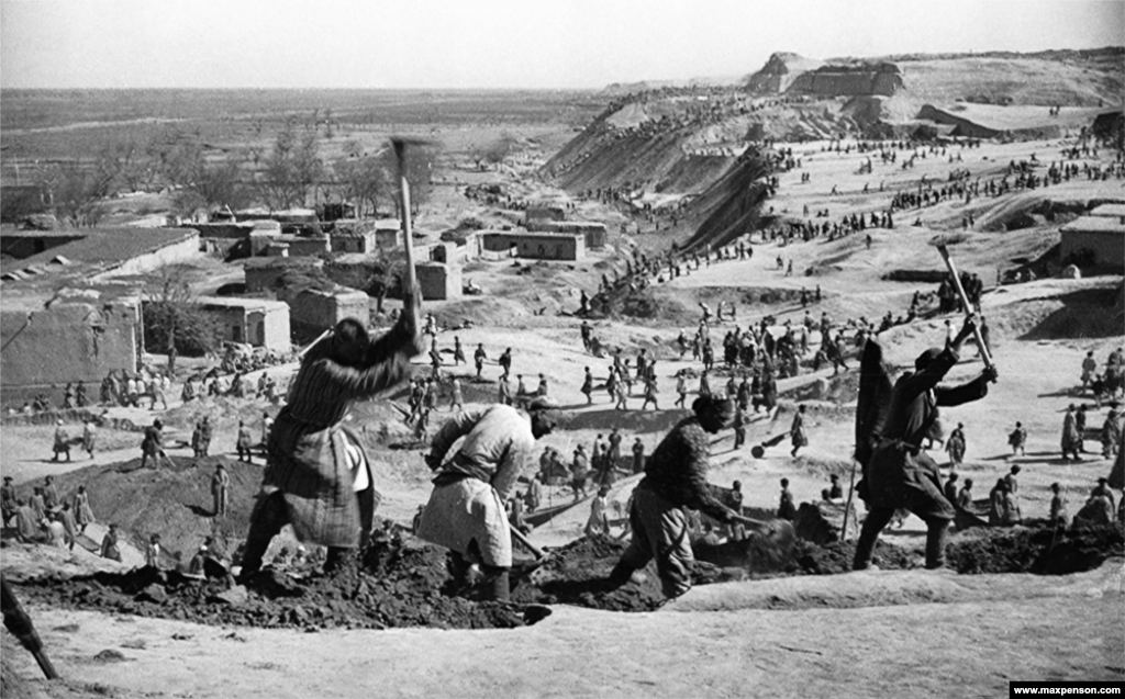 Pharaonic scenes as workers hack out the Great Ferghana Canal in 1939. The 270-kilometer waterway redirected a river toward the cotton fields of southern Uzbekistan. The successful completion of the canal inspired the disastrous rerouting of rivers that would later bleed the Aral Sea nearly dry.
