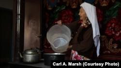 Сүрөттө түркиялык кыргыз аял.