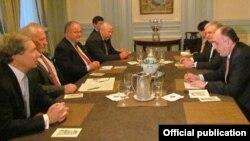 ԱՄՆ - Հայաստանի և Ադրբեջանի արտգործնախարարների ու ԵԱՀԿ-ի Մինսկի խմբի համանախագահների հանդիպումը Նյու Յորքում, 27-ը սեպտեմբերի, 2013թ․