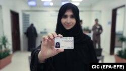 Njëra nga gratë e pajisura me patentë-shofer në Arabinë Saudite.