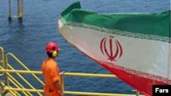 مقام های ايرانی ادعا می کنند که تحريم های آمريکا اثری نخواهد داشت.