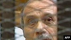 Поранешниот египетски министер за внатрешни работи, за време на судењето