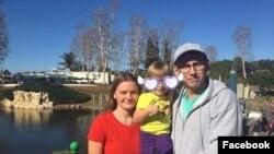 Тимофей Филатов с семьей на прогулке до пандемии