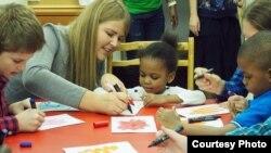 В Центре адаптации и обучения детей беженцев.