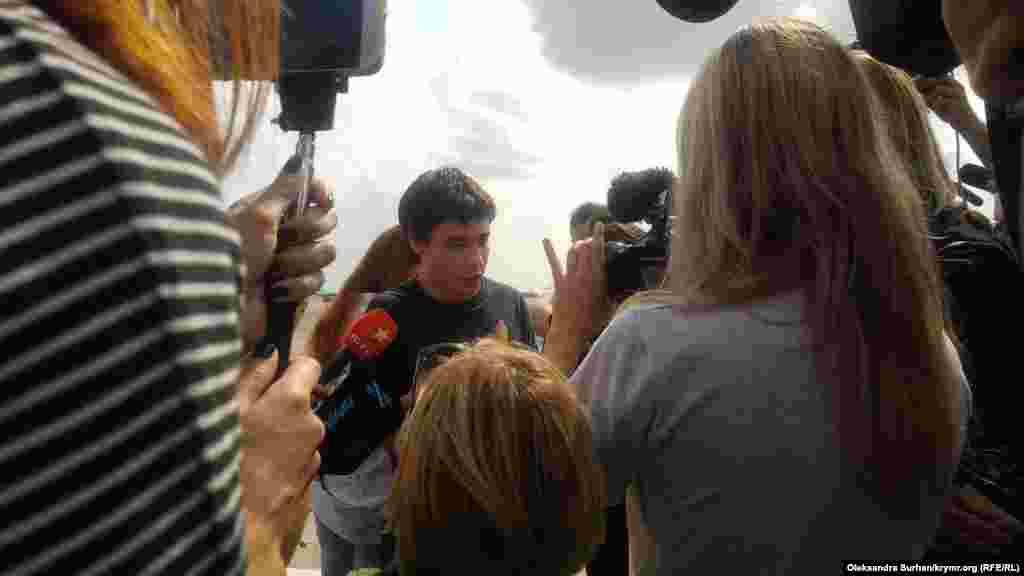 Павло Гриб. 19-річний український студент зник у серпні 2017 року на території Білорусі, куди він приїхав на зустріч зі своєю знайомою. Пізніше його знайшли в краснодарському СІЗО. Родичі та адвокати Гриба вважають, що він був викрадений російськими спецслужбами