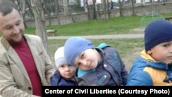 Эрфан Османов с сыновьями