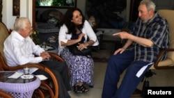 Былы прэзыдэнт ЗША Джымі Картэр і былы кубінскі лідэр Фідэль Кастра ў Гаване 30 сакавіка 2011 году размаўляюць пра двухбаковыя дачыненьні краін, у тым ліку пра вызваленьне Алана Гроса