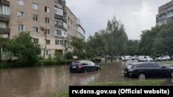 Наслідки зливи в Рівному, 26 липня (фото прес-служби ДСНС)