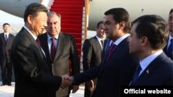Си Цзиньпин во время визита в Таджикистан