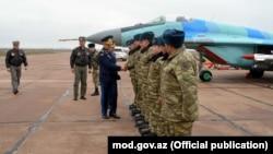 Türkiyəli general Azərbaycanın HHQ-nin aviabazalarını ziyarət edib. 30noy2017