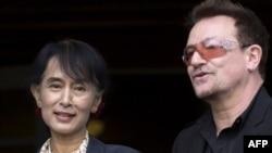 Аун Сан Су Чжи и солист группы U2 Боно