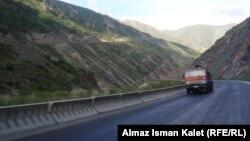 Кыргызстан тыштан алган насыянын бир бөлүгүн жолдорду курууга жумшаган.