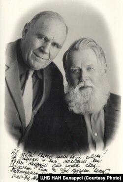 Уладзімер Дубоўка і Гаўрыла Гарэцкі, 1970. Фота: ЦНБ НАН Беларусі