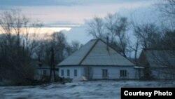 Су басқан Самар ауылы. Шығыс Қазақстан, 29 сәуір 2010 жыл. Облыстық төтенше жағдайлар департаментінің суреті.